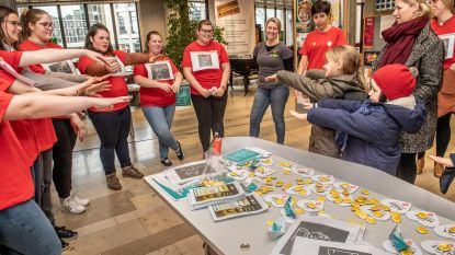 Studenten leren voorbijgangers hoe ze levens kunnen redden