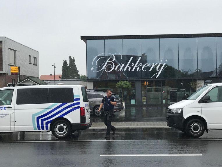 De politie sloot bakkerij Devriendt meteen af voor het onderzoek na de steekpartij.