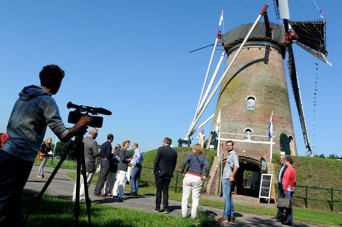 In 2015 was de jury van de 'Hollandsche Molen' in Rucphen en maakt filmopnames van de Heimolen.