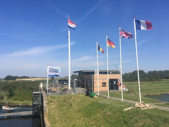 Het kantoor van de havenmeesters in Brouwershaven. Die draaien toptijden zomers