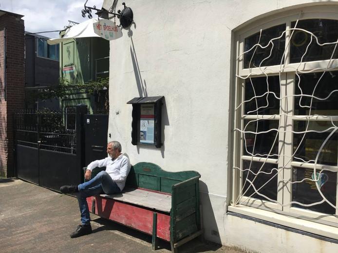 Martin Voorbij bij het Inkijkmuseum aan de Dommelstraat.
