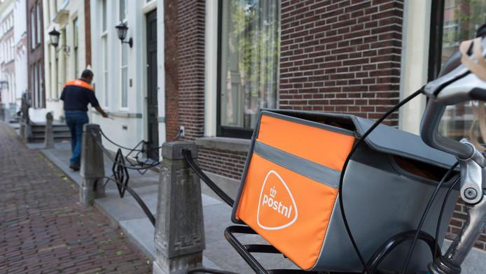 Ook de postbode kan melding doen als hij iemand in psychische nood ziet.
