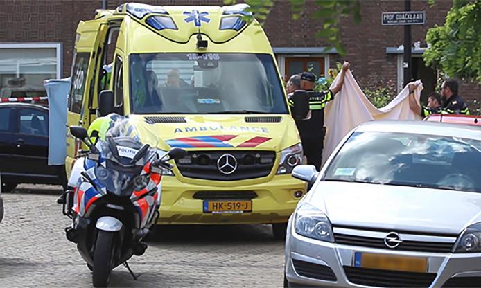 De politie doet onderzoek in het huis van het echtpaar aan de Professor Quacklaan in Rijswijk.