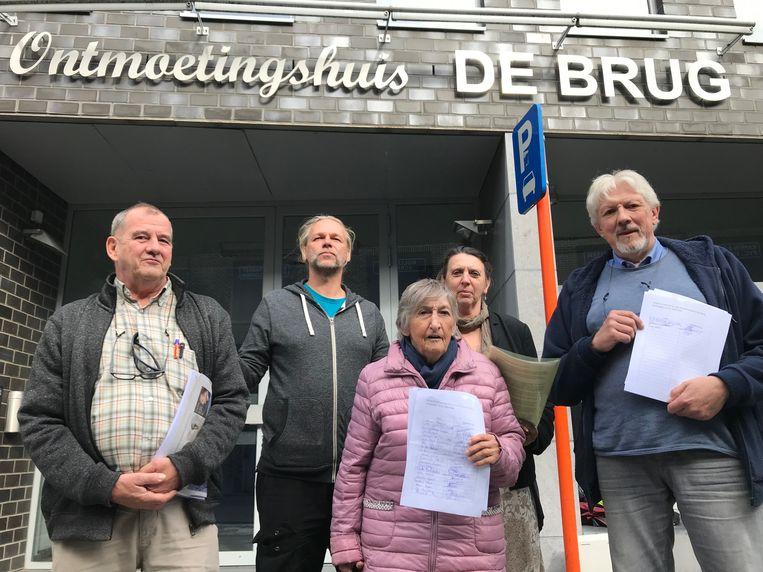 Bezoekers van het buurtrestaurant De Brug starten een petitie.