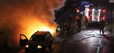Auto brandt uit na aanrijding op rondweg bij Veenendaal