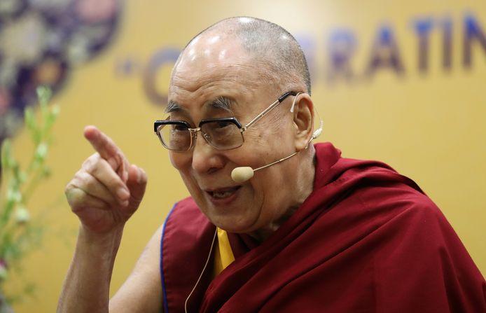 """À 85 printemps, le 14e Dalaï-lama, Tenzin Gyatso de son vrai nom, entre de façon plutôt inattendue dans le monde musical avec """"Inner World"""" (""""Monde Intérieur), un album composé de onze titres mêlant musique, récitation de mantras sacrés et d'enseignements"""