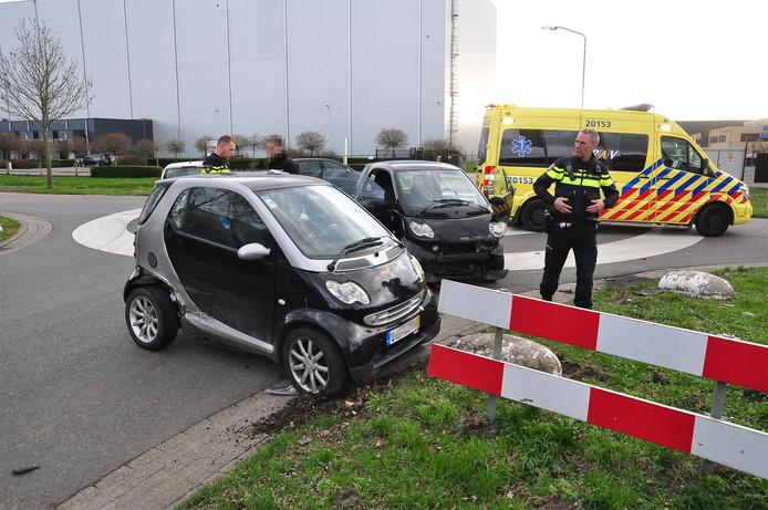 Twee Smart Auto's botsen in Waalwijk.
