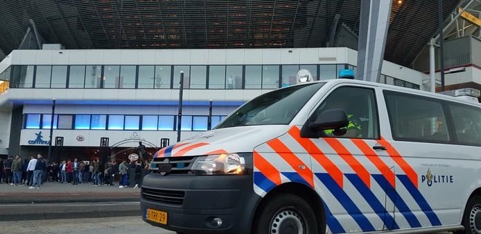 Politie voert actie bij het Philips Stadion.