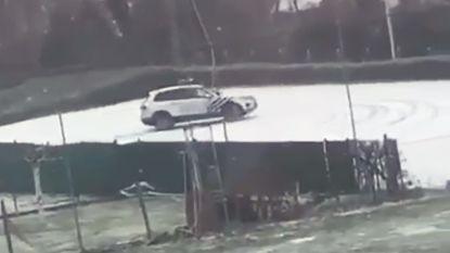 VIDEO. Politie Dilbeek 'amuseert' zich in de sneeuw