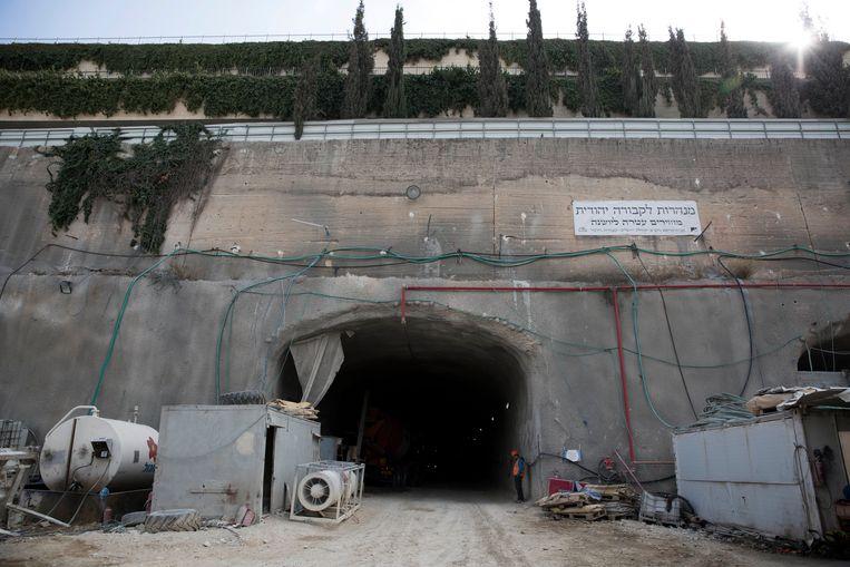 De ingang van de nieuwe, ondergrondse begraafplaats.