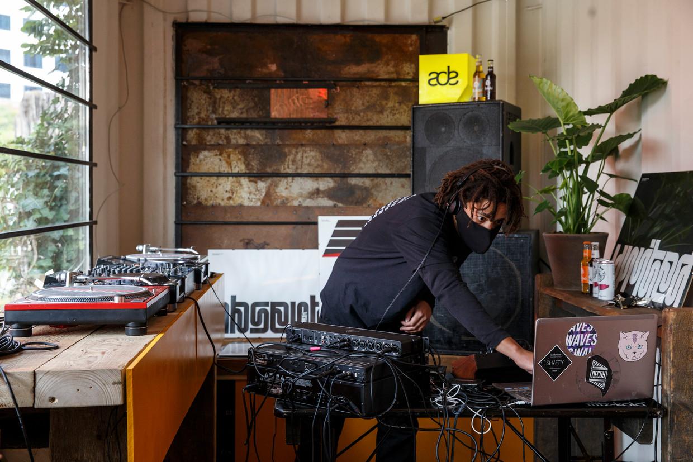 Een dj van platform Muto Studio verzorgt een set tijdens ADE 2020.  Beeld Carly Wollaert