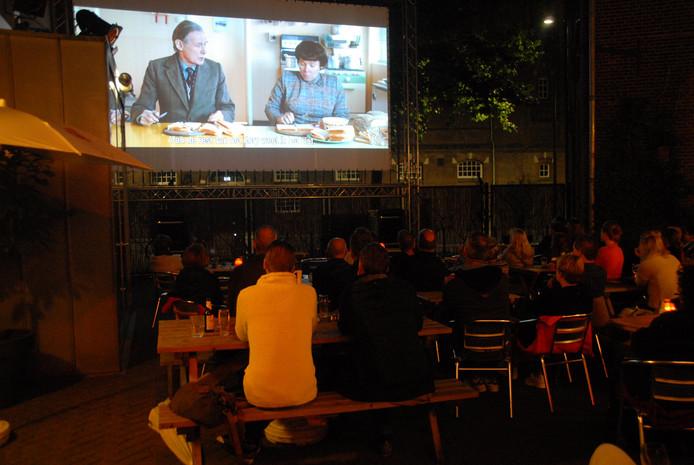 Publiek geniet van de film.