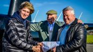 Een rijbewijs heeft Thibaut (17) nog niet, maar vliegen met helikopters kan de tiener wél