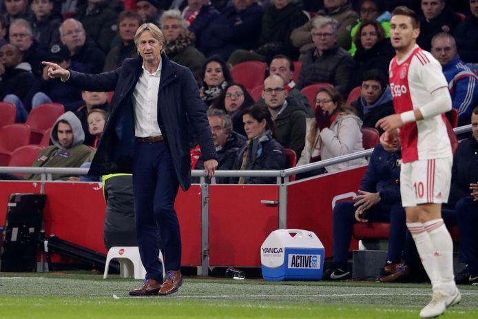 Adrie Koster tijdens de vorige Ajax - Willem II. Rechts Dusan Tadic.