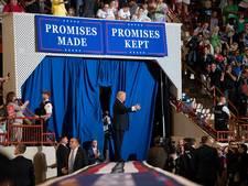 Trump levert weer kritiek op de media terwijl journalisten zonder hem dineren