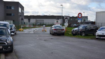 """Extra maatregelen tegen fileleed industriezone: """"Slagboom Spieveldstraat open voor personenwagens tijdens avondspits"""""""