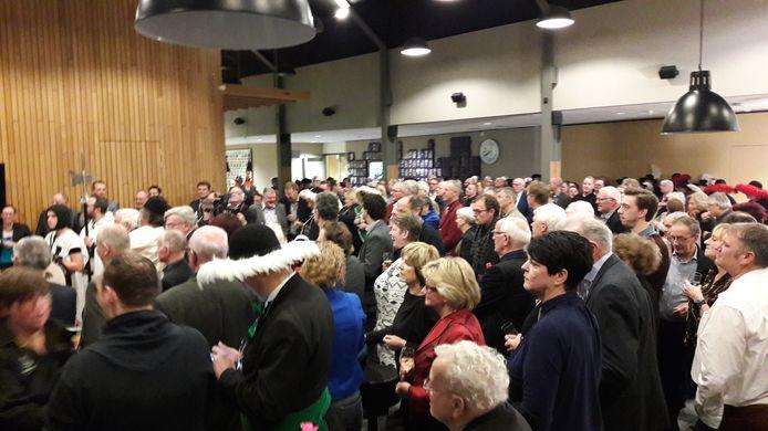 De nieuwjaarsreceptie van de gemeente Gemert-Bakel in dorpshuis De Bron in Handel werd dinsdagavond drukbezocht.