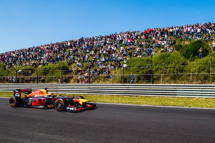Max Verstappen tijdens Jumbo Racedagen van 2017 toen hij de snelste rondetijd ooit op het Zandvoortse circuit noteerde.