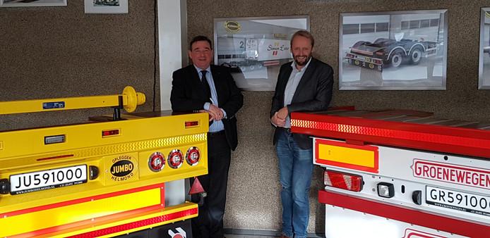 Lambert van der Meulen (links) en Chris Vink in het bedrijf van Jumbo Groenewegen in Helmond.