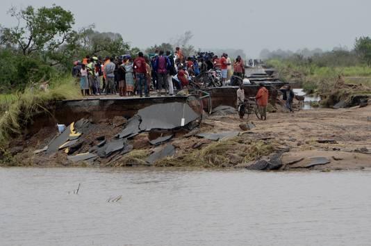 Het dorpje Dondo in centraal-Mozambique heeft de maken met grote aardverschuivingen en overstromingen als gevolg van de cycloon Idai.