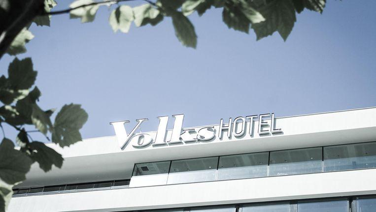 Op 27 juni 2014 werd het Volkshotel geopend Beeld Leonor von Salisch