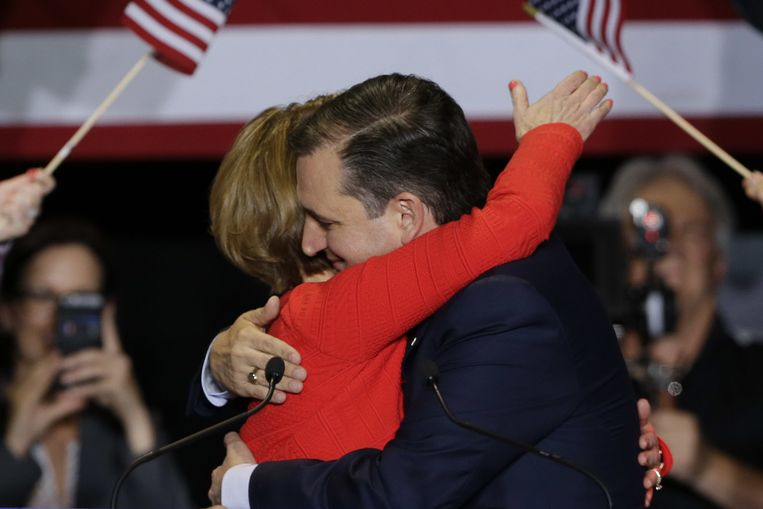 Carly Fiorina en Ted Cruz op het podium in Indianapolis. Beeld null