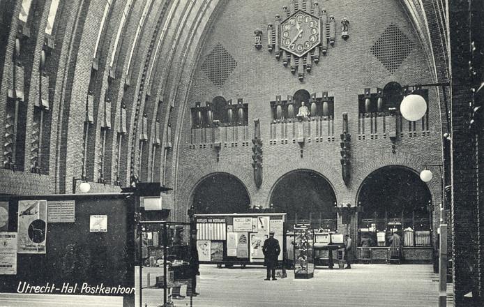 De hal van het postkantoor in de jaren 30.