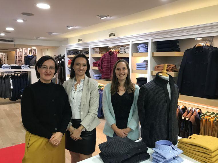 OOSTENDE - (vlnr) Pia Cornejo, Nancy De Coster en schepen Charlotte Verkeyn bij de opening van Cricket & Co