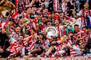 PSV viert het kampioenschap na de 3-0 zege op Ajax.