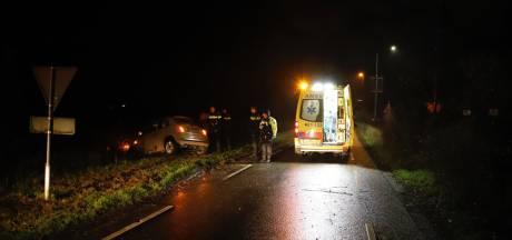 Auto belandt in de sloot in Wilbertoord