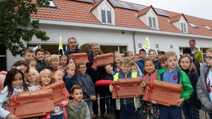 Leerlingen van Trapleerke vieren vernieuwd dak