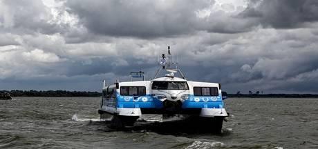 Zonnige start voor nieuwe aanlegsteiger Waterbus Willemstad