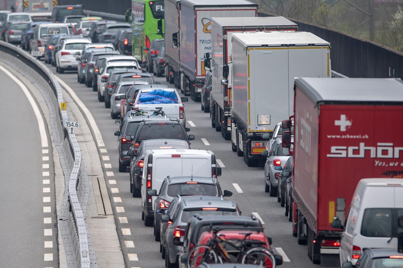 Kettingbotsing bij A2 zorgt voor veel vertraging.