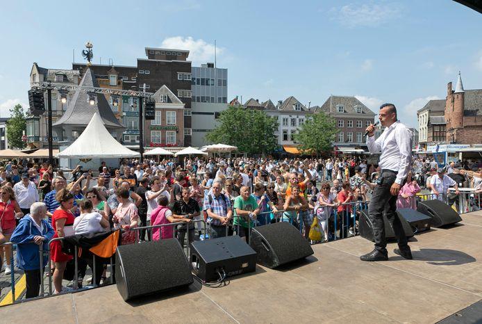 Tijdens het Festival van het Levenslied werd vorig jaar een agent mishandeld door een man uit Grave. De Gravenaar stond deze week terecht bij de politierechter in Den Bosch.