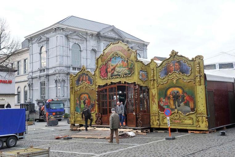 De spiegeltent verrijst dit jaar opnieuw op de weliswaar volledig vernieuwde Grote Markt (archieffoto).