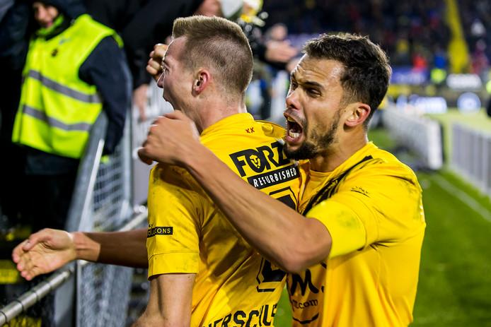 Arno Verschueren en Mitchell te Vrede vieren de zege op Vitesse.