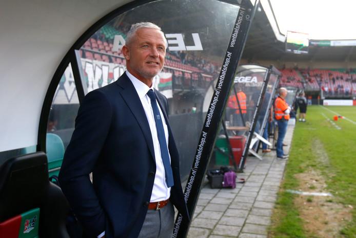 Jack de Gier bij zijn debuut als hoofdtrainer van NEC tegen SC Cambuur.