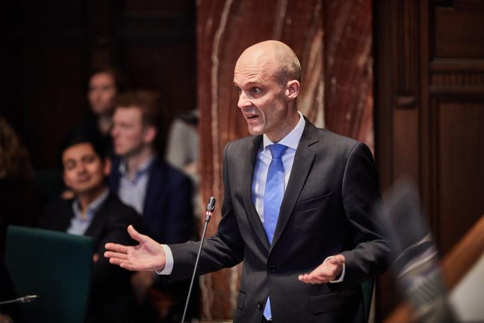 De Rotterdamse raad wil achter de schermen praten over het optreden van PVV'er Maurice Meeuwissen in vergaderingen.