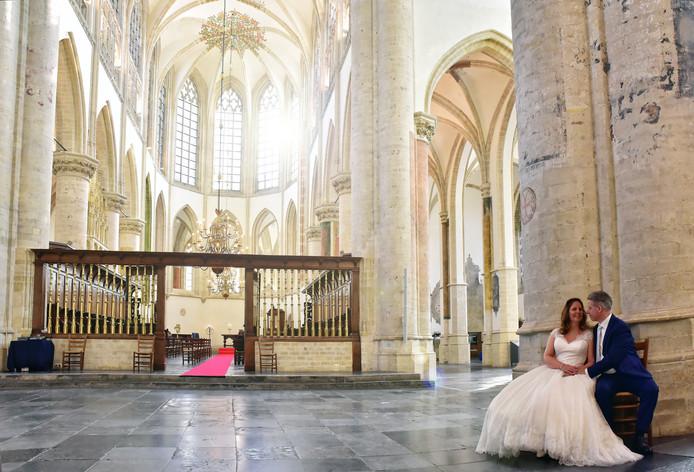 Ingrid de Kort en Henk van der Schaft trouwden dinsdag in een nagenoeg lege Grote Kerk van Breda.