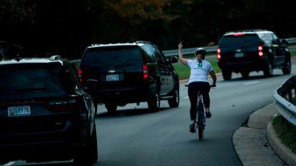 Al meer dan 70.000 dollar ingezameld voor ontslagen fietsster die Trump de middelvinger gaf