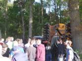 Boeren houden een tegenprotest vlakbij bezette boerderij in Boxtel