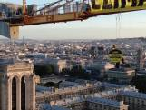 Greenpeace-activisten doen stunt op zeer hoge hijskraan