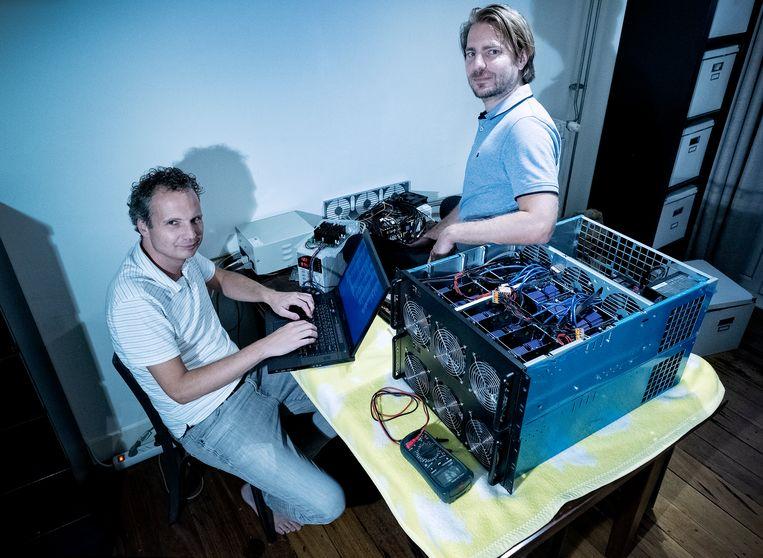 Jeroen van Beek (links) en Rickey Gevers kraken gelekte wachtwoorden om publiek vervolgens te waarschuwen.  Beeld Patrick Post