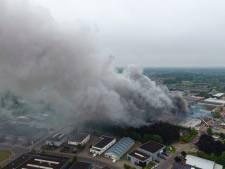 Woningen en bedrijven ontruimd vanwege zeer grote brand in Vorden: 'Dit is een ramp'
