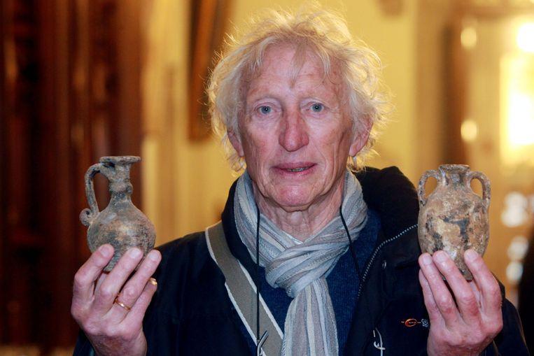 Pierre Leus uit De Haan met zijn eeuwenoude potjes.
