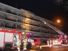 Schoorsteen houdt brandweer bezig op Tournoysveld