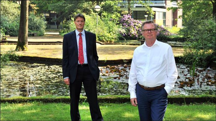 Frank Holtman (links) en Geert Tullemans van de raad van bestuur van Dichterbij op het terrein in Ottersum (voorheen Maria Roepaan) dat ze volgend jaar gaan verlaten. foto Theo Peeters