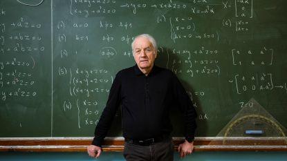 """Willy Goossens (76) is de oudste leerkracht van het land: """"De leerlingen houden me jong en ik ben een mentor voor jongere collega's"""""""