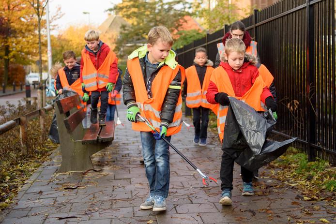Basisschool Reigerlaan hield vrijdag een opruimdag in het Eindhovense Villapark.