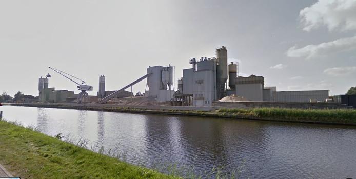 Diamant Beton in Hardenberg wil haar complex langs het kanaal met een hoge silo uitbreiden.